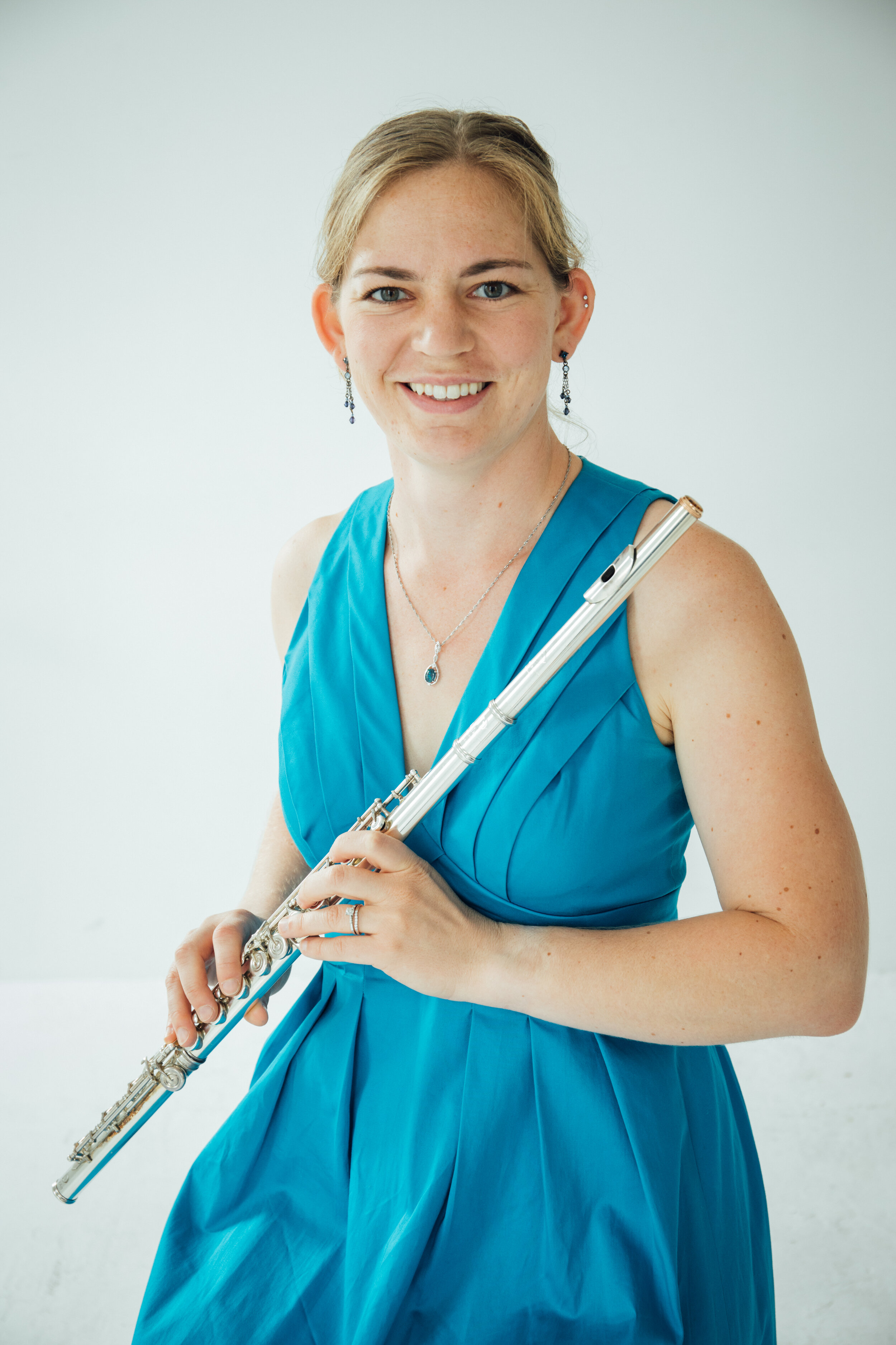Cassie Lear, flutes - Cassie Lear is a performer and teacher based in Seattle, WA. She is a past first place winner of the Seattle Flute Society Young Artist Competition, the Maverick Flute Competition, and an alternate winner of the Francis Walton Solo Competition, as well as winning an Audience Choice award at the LaTex Electronic Music Festival. Cassie performs and subs with groups in and around the Seattle area, including Seattle Metropolitan Chamber Orchestra, the SoundEdge Orchestra, and Puget Sound Strings, and has also performed at the National Flute Association Annual Conference, the International Computer Music Conference, the Oregon Bach Festival, the International Lyric Academy in Italy, nief norf Summer Festival, and has been featured on the soundtrack of two short films, several plays, and one feature-length horror film.Most recently Cassie spent the summer in Kolkata, India, working with both the Kolkata Symphony and performing in outreach concerts bringing Western classical music performances to children who wouldn't normally get to hear them. While in India she performed the Godard Valse with the Kolkata Symphony.