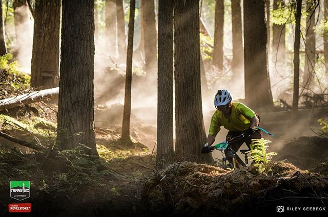 Moon dust was unavoidable on pretty much every stage of the week. Made for some mind blowing lighting though! @mtbfierek shredding chain-less // @transbcenduro @trekbikes #transbcenduro #revelstoke #enduromtb