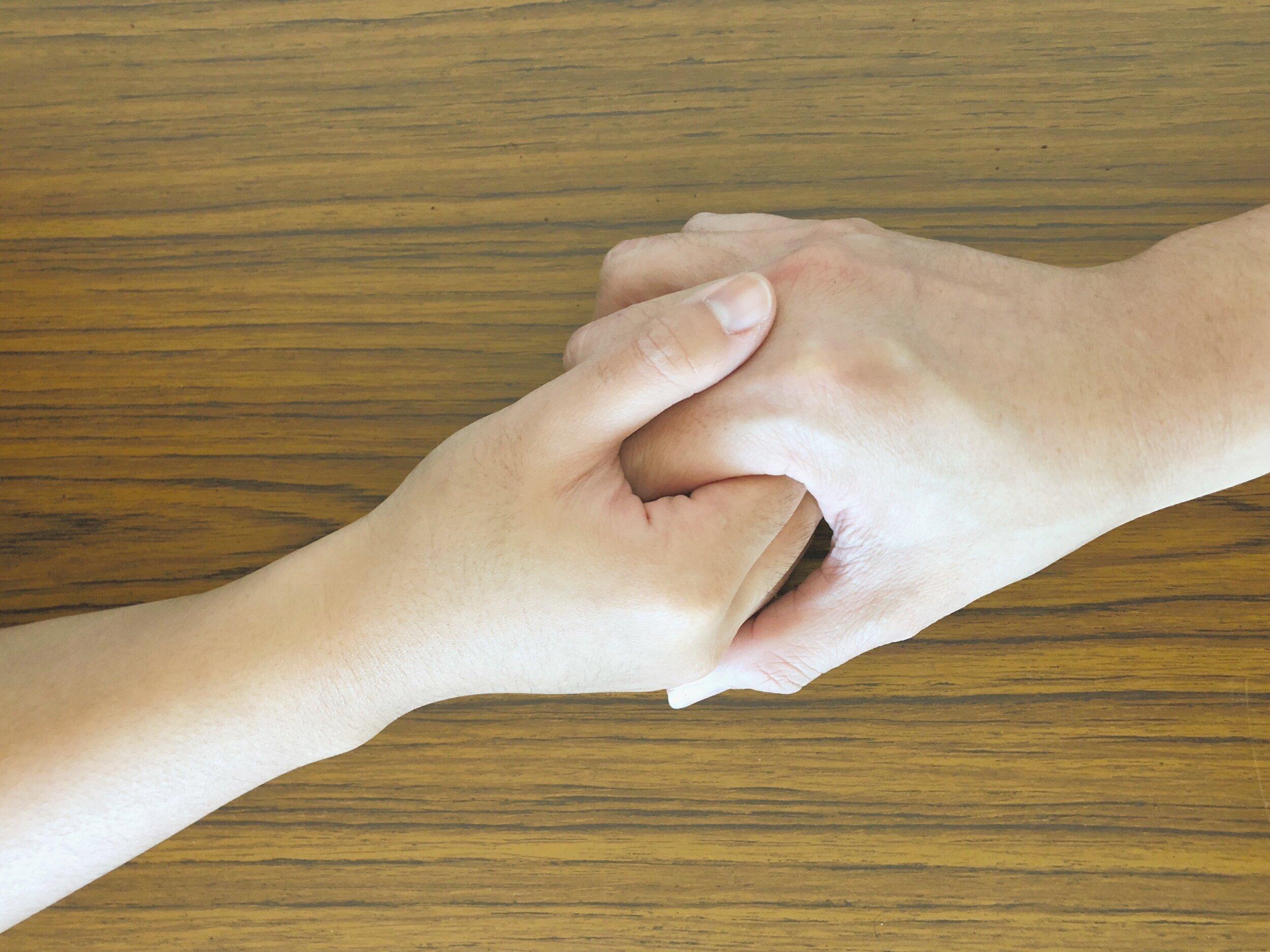 nicholaschim-holdinghands.jpg