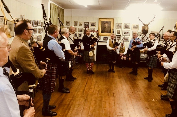 The Eagle Pipers' Society Band, Rose Street Edinburgh