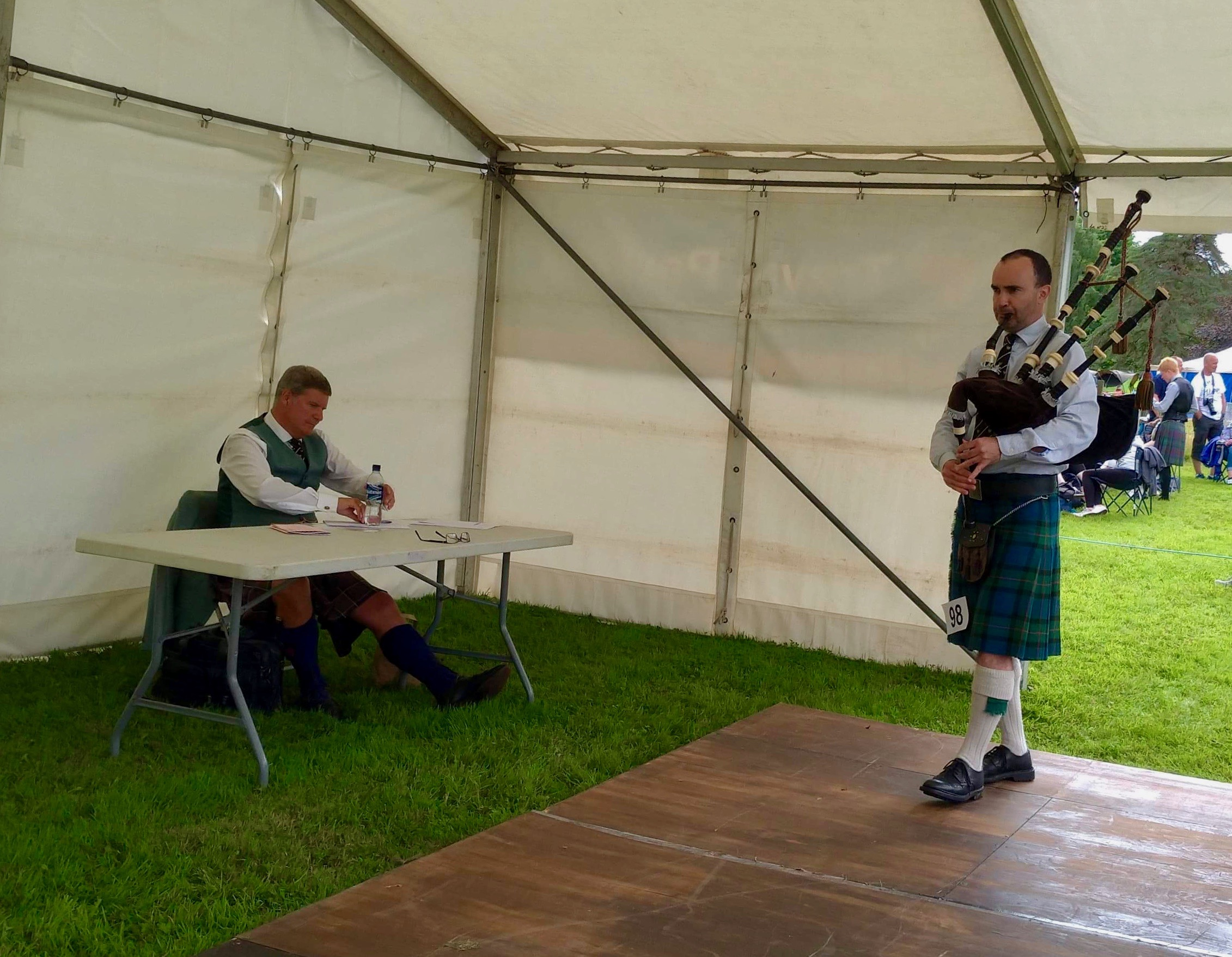 More judging at Inveraray. Gordon Hislop playing in the grade 1 amateur clasp competition. July 2018