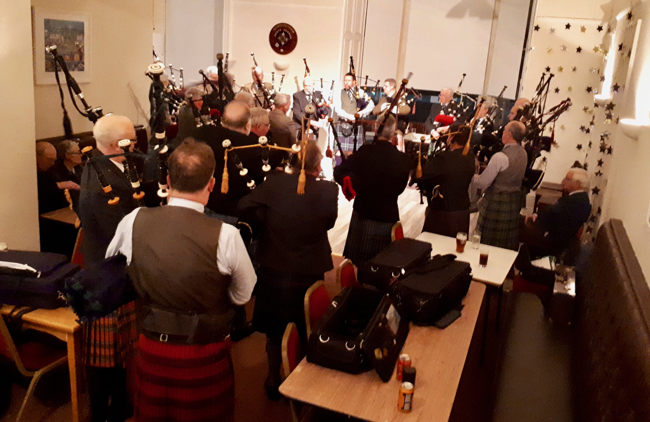 Around 25 pipers on the floor