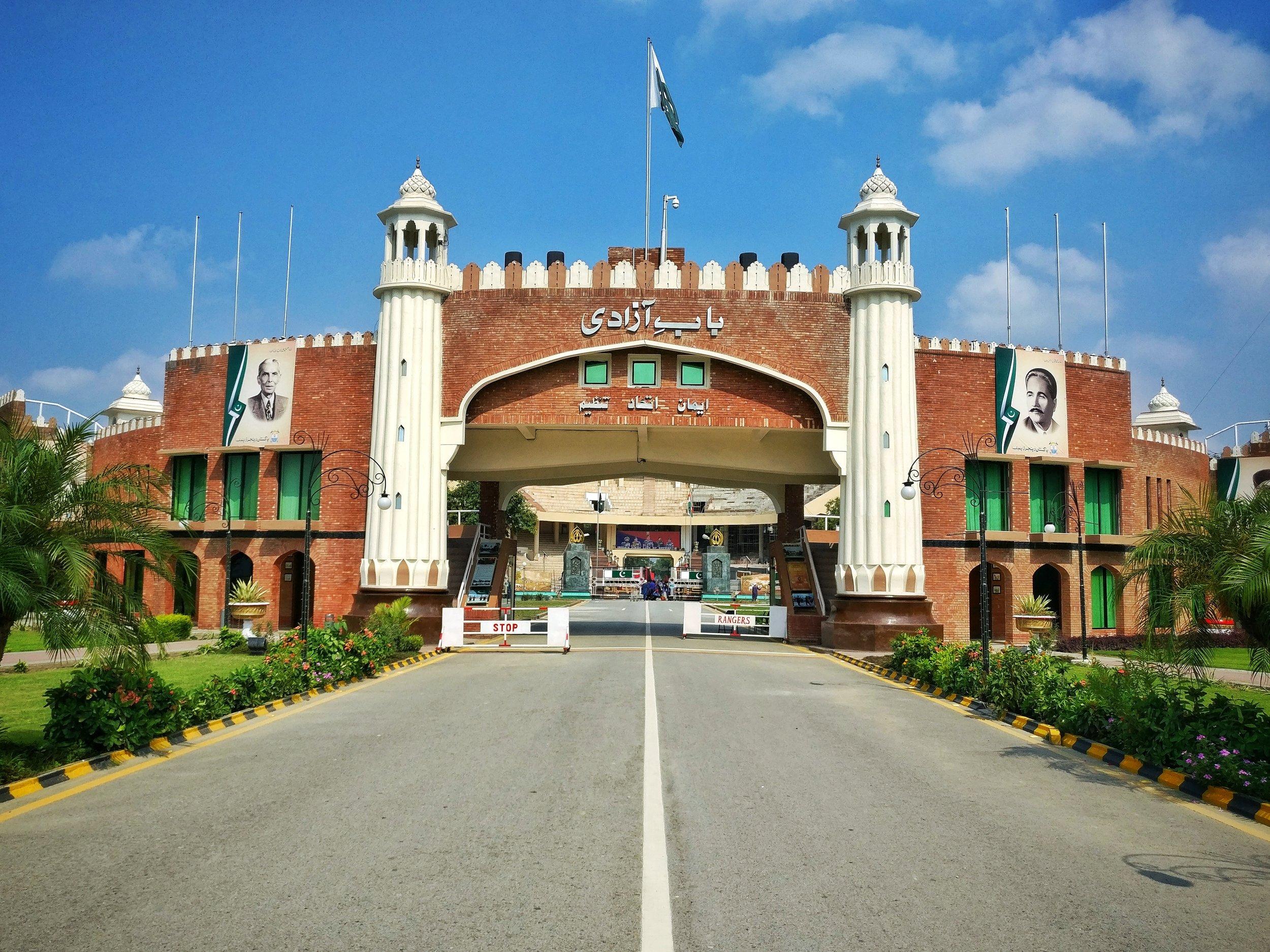 Approaching the Pakistani side