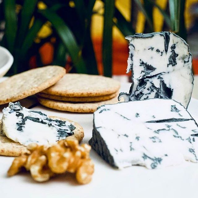 Hey 👋  We announced our new cheese + wine date last week to our newsletter subscribers 💚 Half the tickets are gone now so move fast peeps! We'll be adding more new brands for next one including @honestly.tasty who make this amazing blue 😍 (It's so good!!) Give them a follow if you haven't already, you won't regret it!  Big love, Moko x . . . . . . . #vegancheese#whatveganseats#vegancheeseparty#veganlondon#vegansofldn#cheeseandwine#veganbluecheese#veganfoodie#whatveganseat#veganvenue#londonvegan#veganlondon#veganevent#vegancommunity#supportveganbusiness#veganbrand #vegancheeseandwine