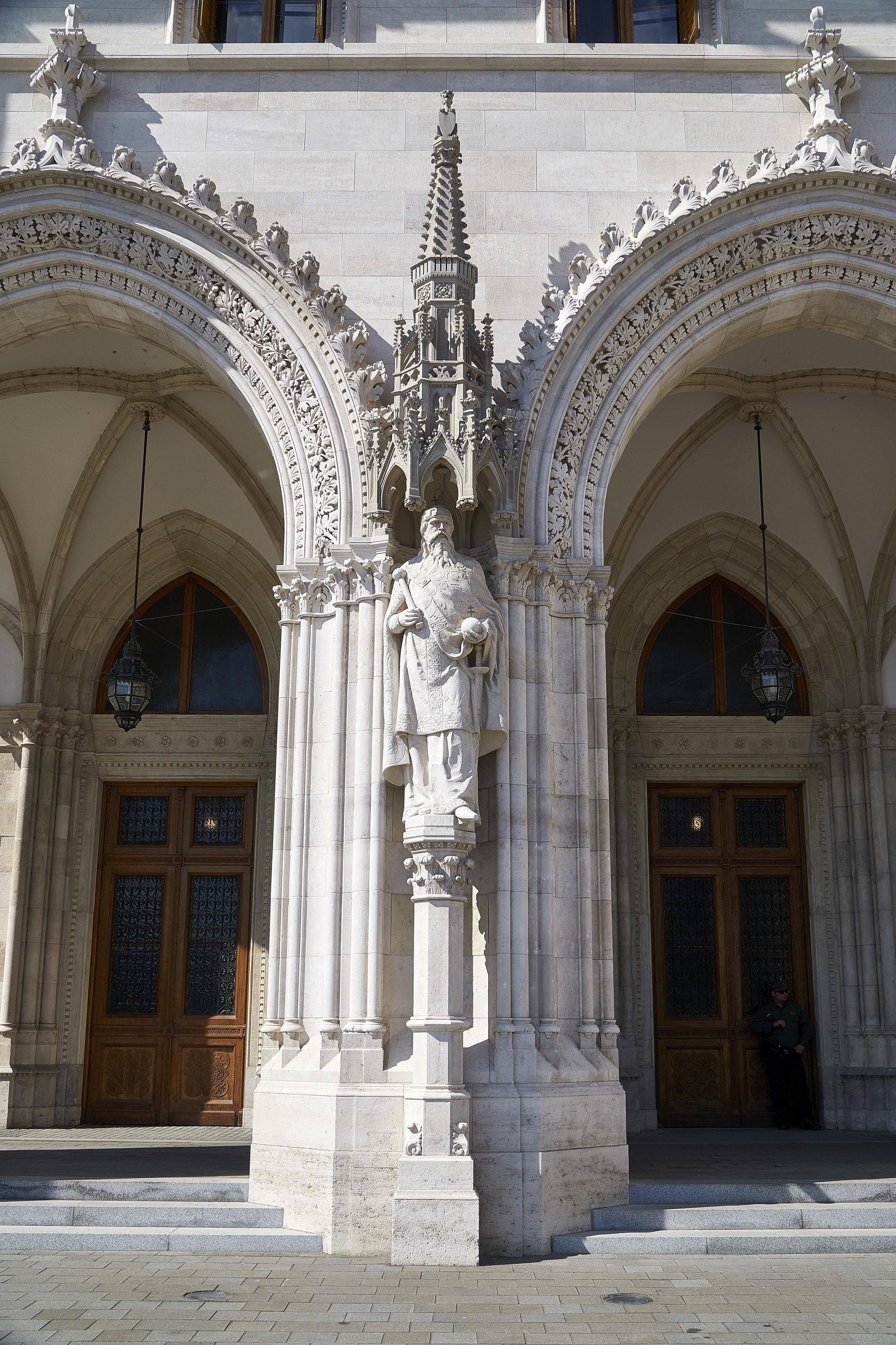 parliment building 2.jpg