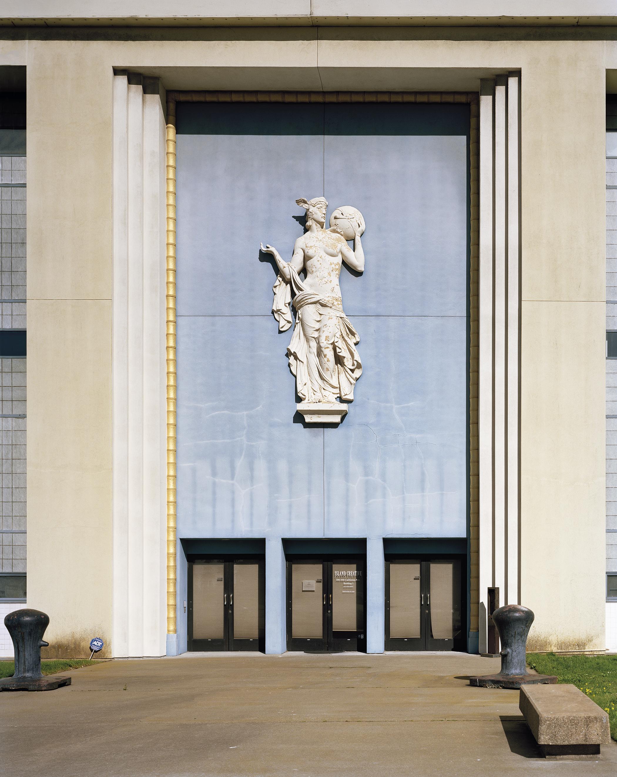 Jade_Doskow_San_Francisco_0222715_SF_1939_45_Palace_Entrance_Bollards.jpg