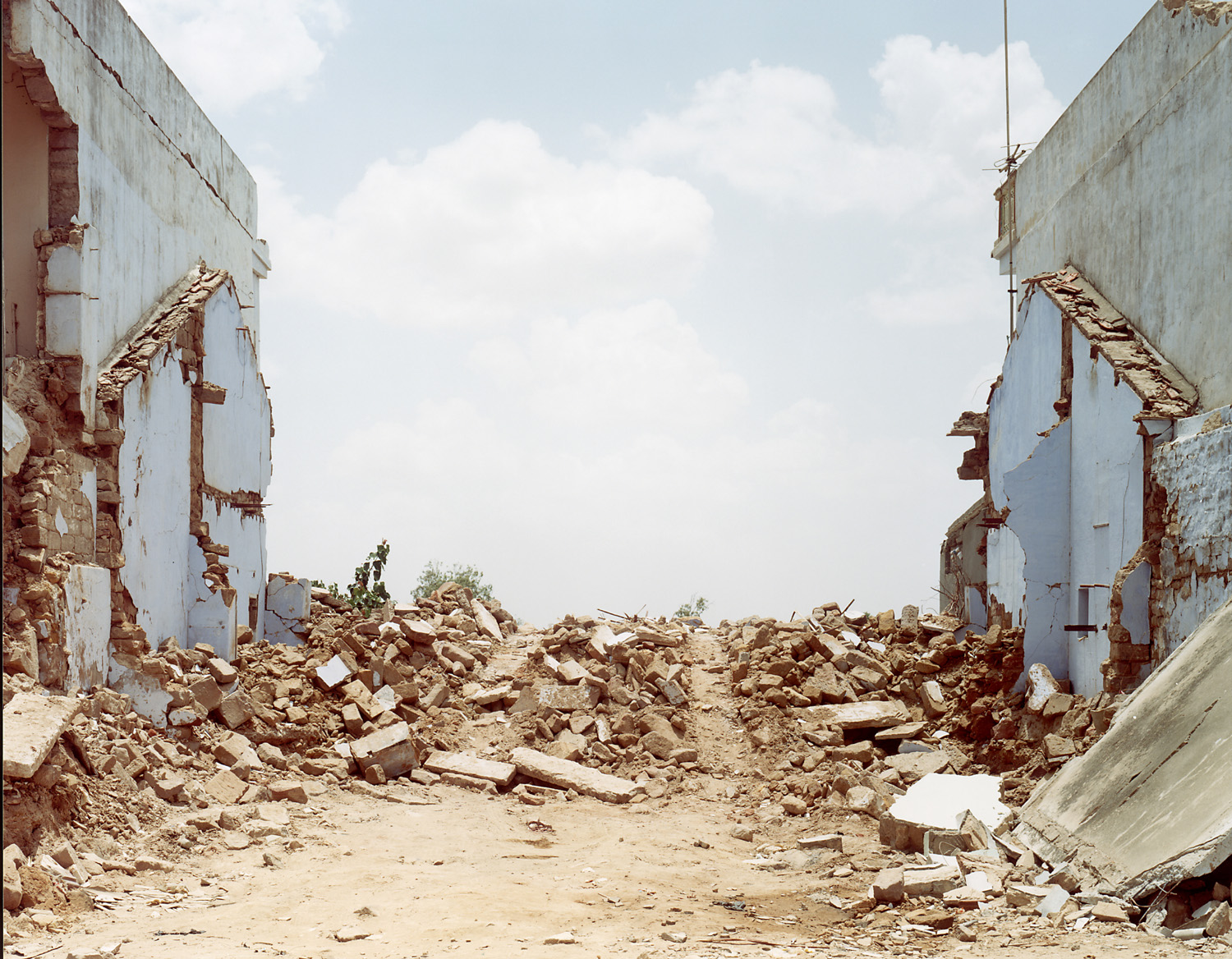Sasha Bezzubov, Earthquake #3 India, 2001