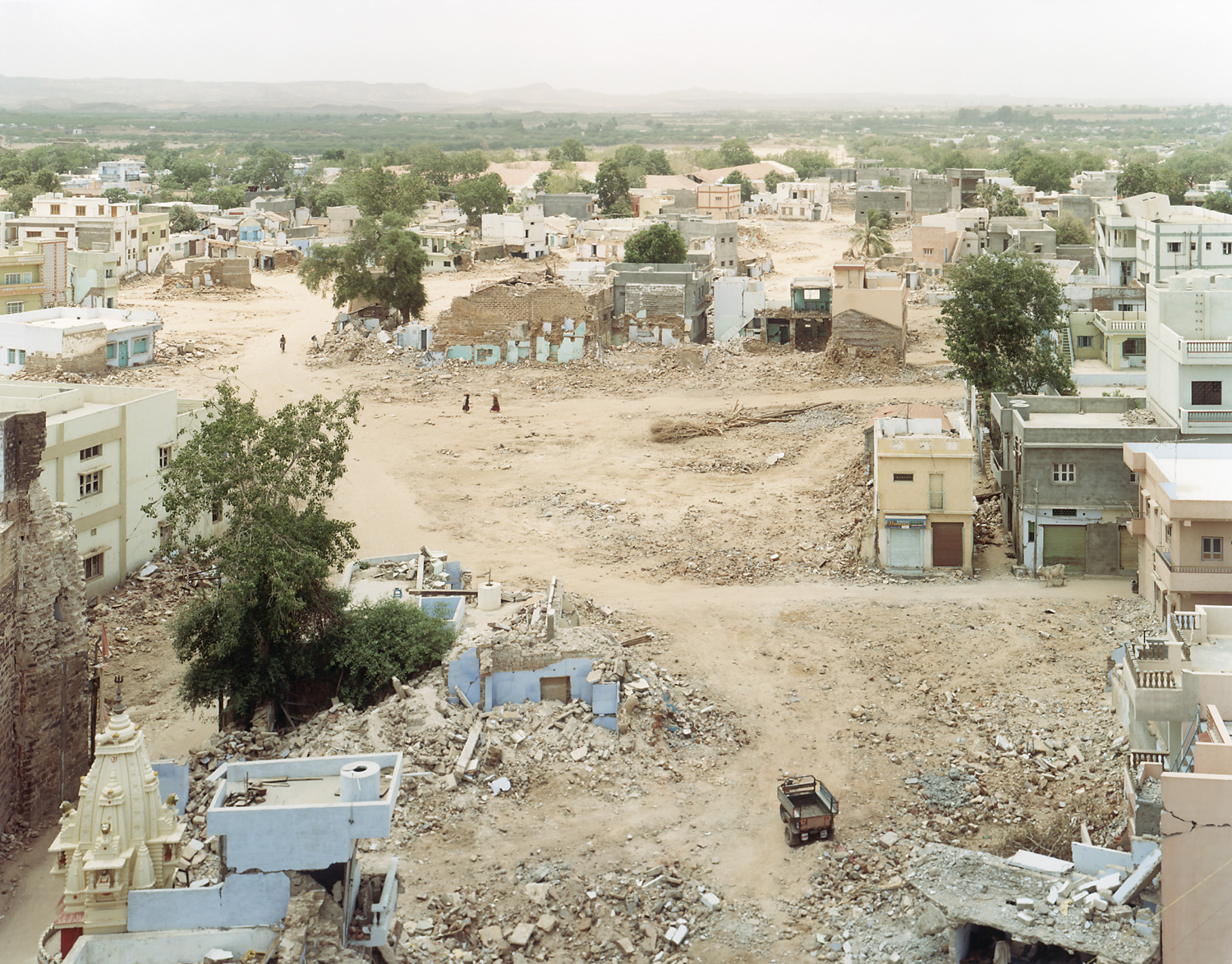 Sasha Bezzubov, Earthquake #6 India, 2001