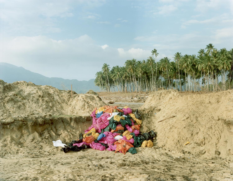 Sasha Bezzubov, Tsunami #10, Indonesia, 2005