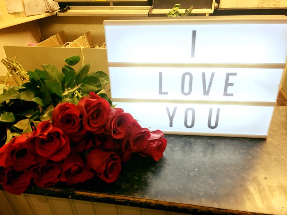 Red Roses and I Love You Sign