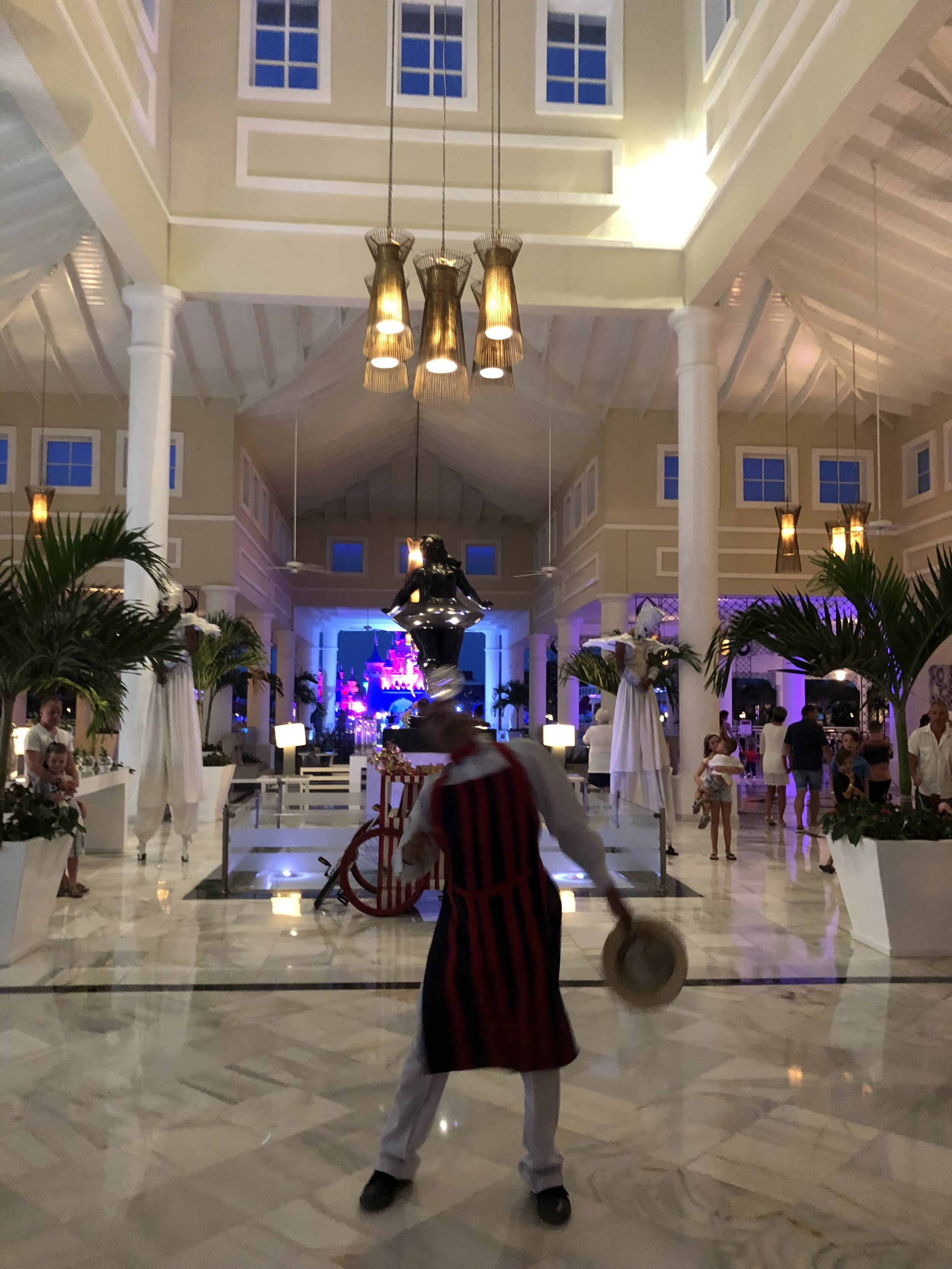 Upon entering the main lobby, I was greeted by entertainers as the theme for the night was the Circus.