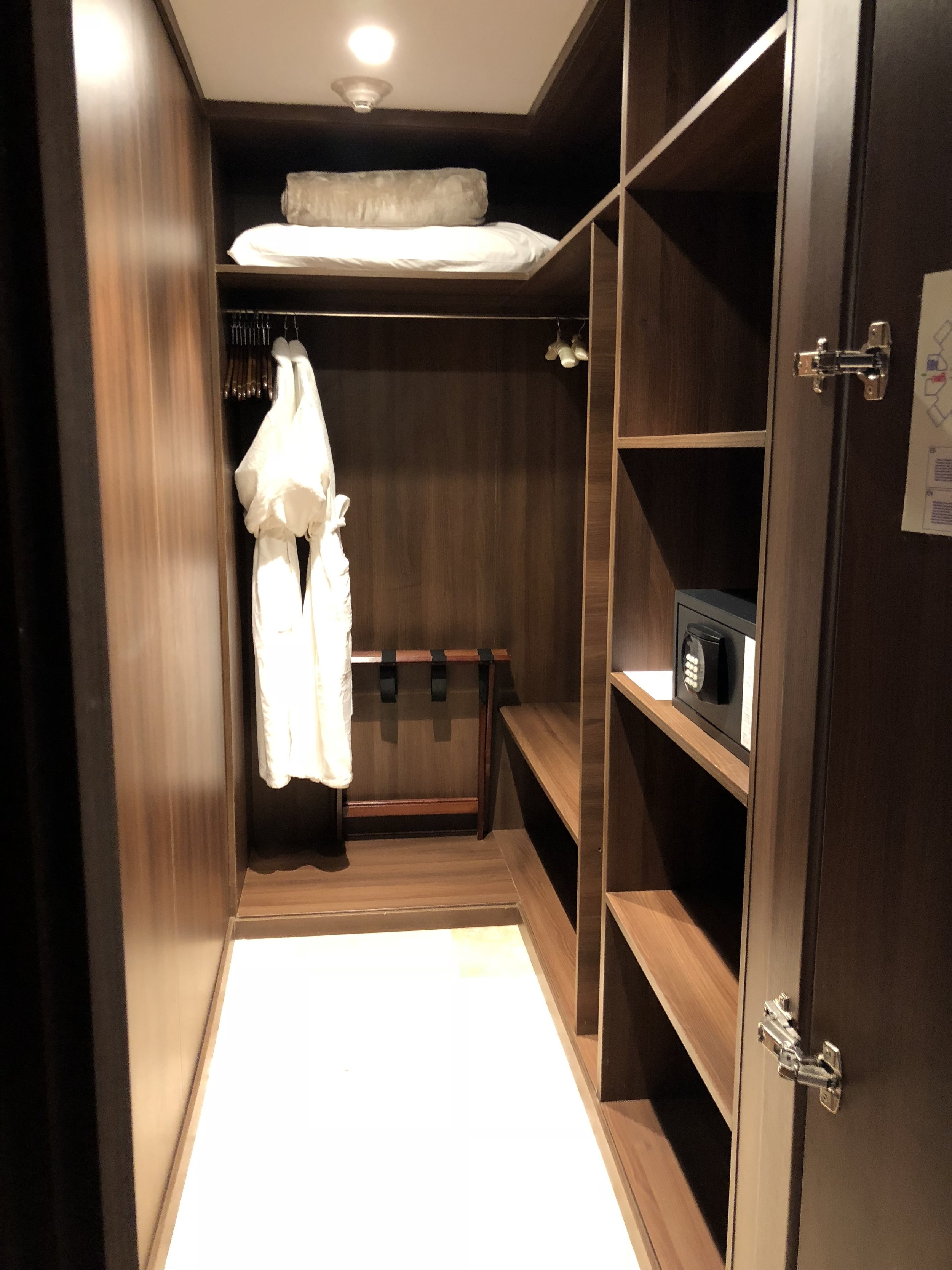Room Type: Junior Swim up Suite with Deck  Walk in closet is just before the main room.