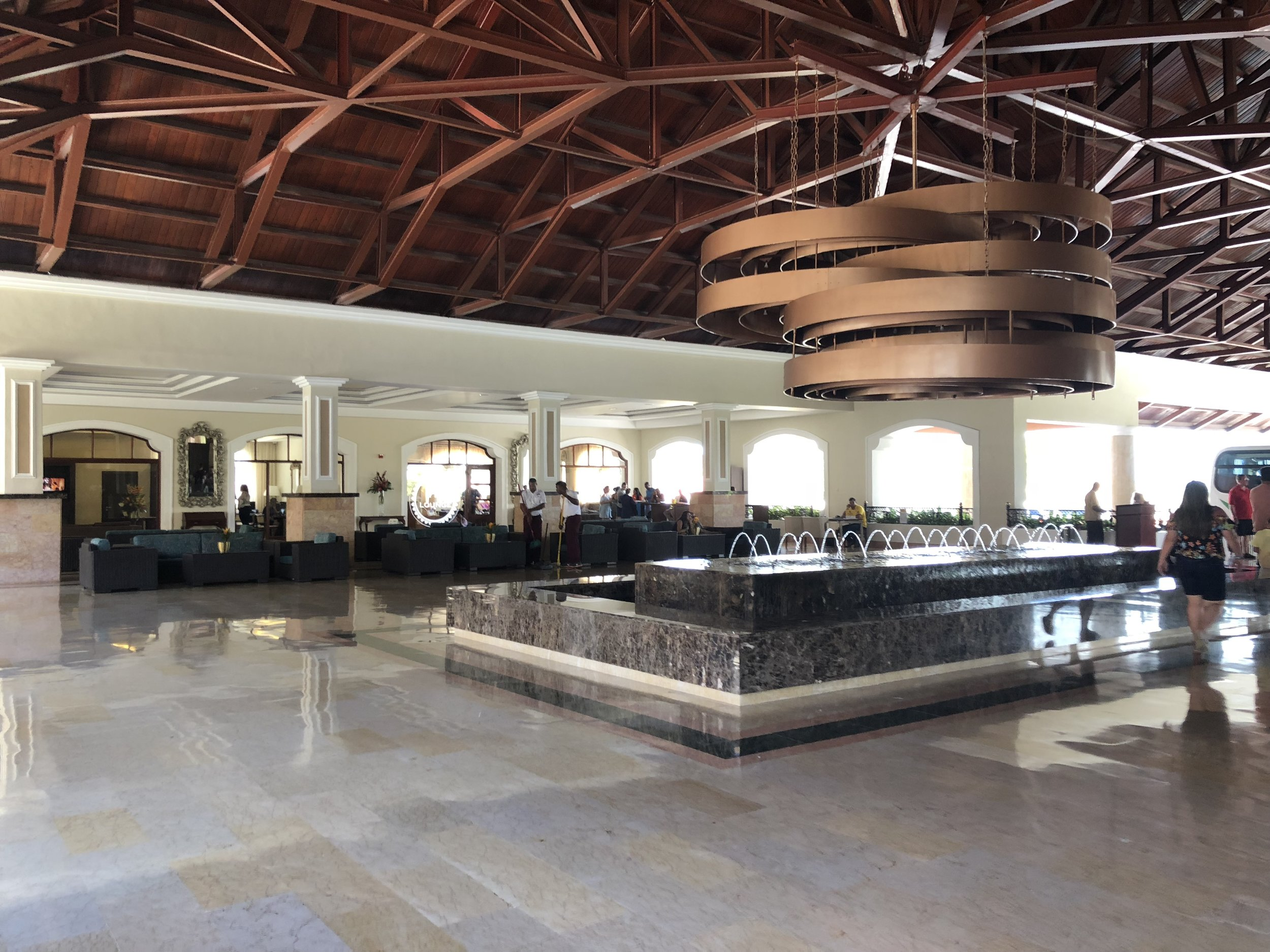 The right view of the upper main lobby.