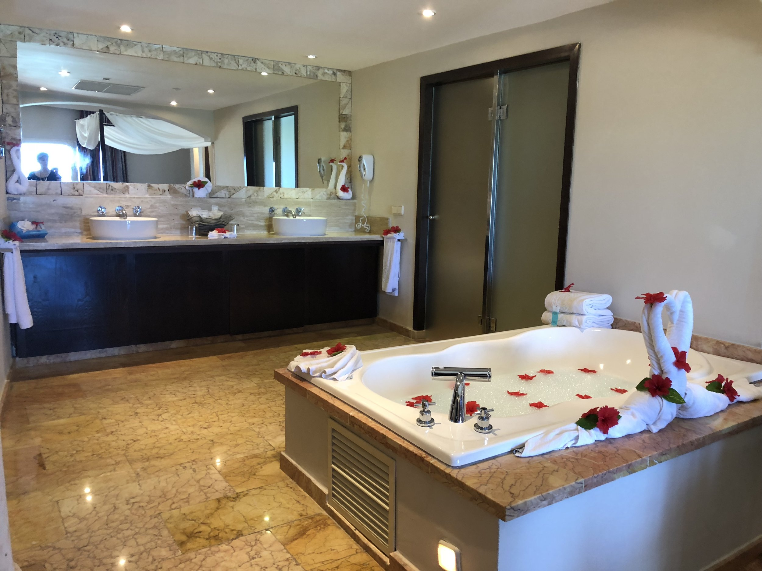 Room Type: Ocean View Suite  Jacuzzi in the centre of the room gives a spacious bathroom.