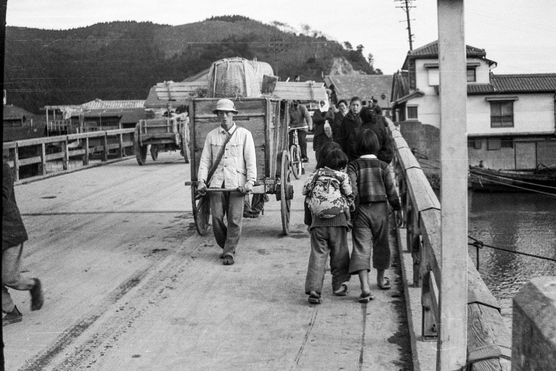 416-Kyukitakami Bridge, Man Pulling Handcart