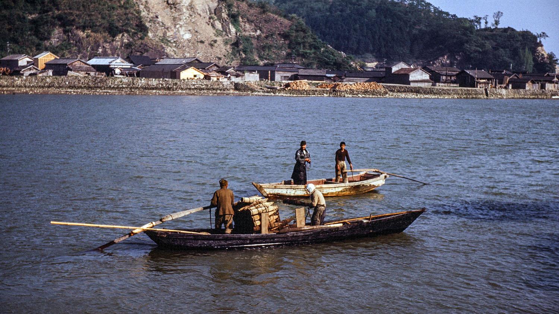 425- Kyukitakami River, Two boats on River
