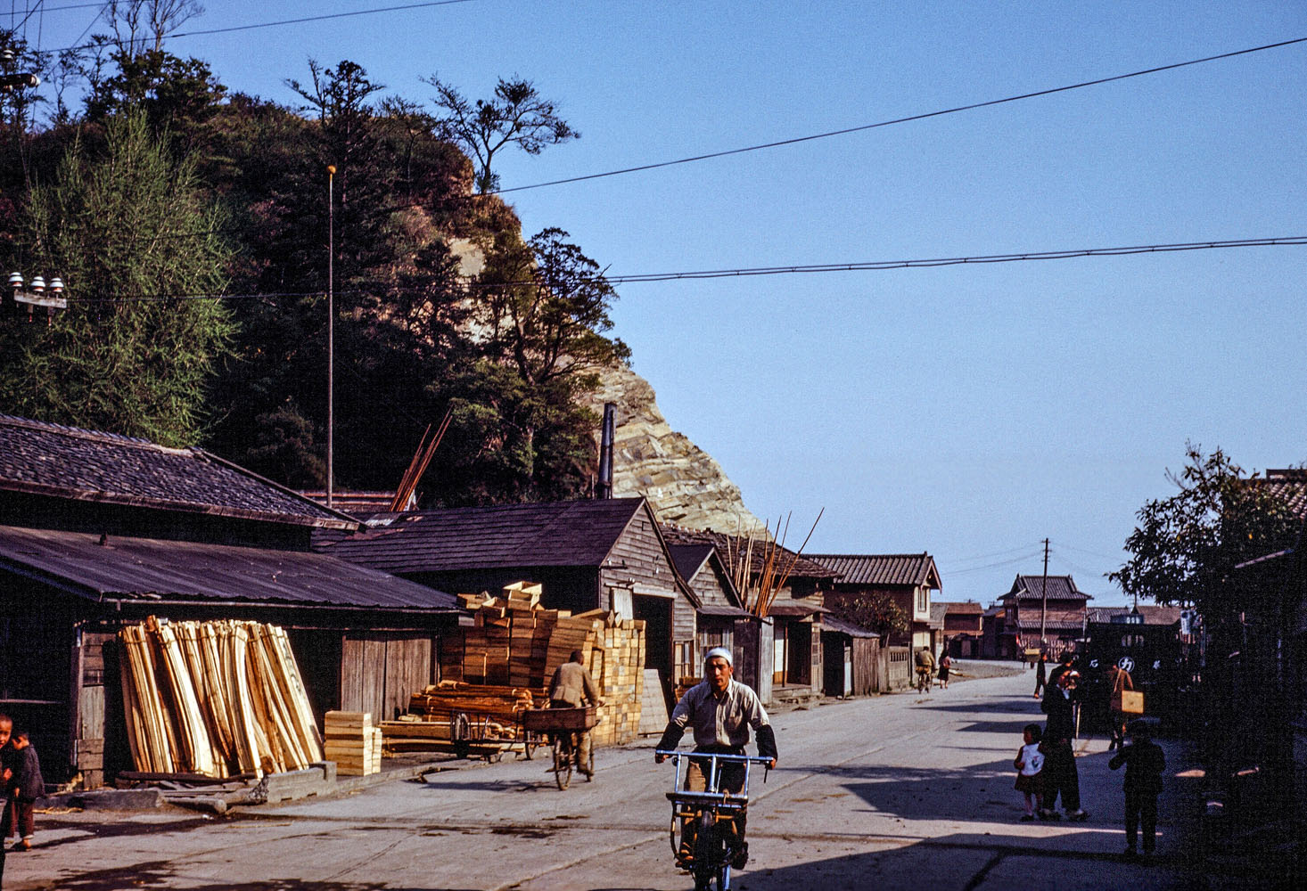 426- Near the Kyukitakami River, What are the buildings?