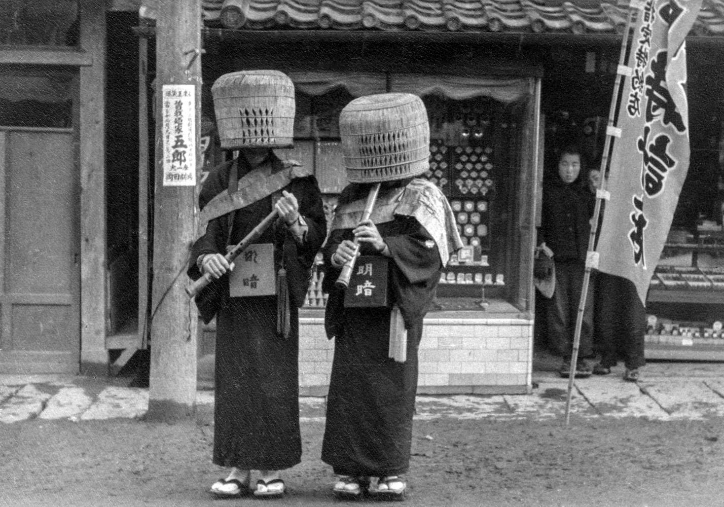 291-Monks w Shakuhaci Flutes-fr Kyoto.jpg