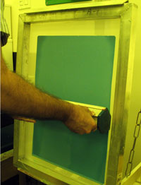 Finish with a single coat on the squeegee side of the screen, pushing the emulsion to the bottom of the mesh.