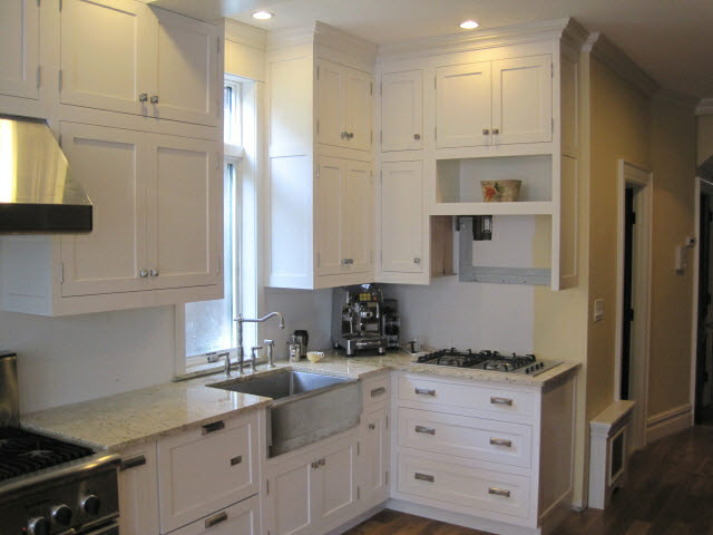 white-lacquered-maple-kitchen-cabinets-10.jpg