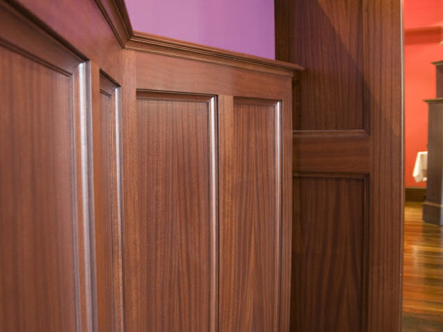 ninas-restaurant-quarter-sawn-sapelle-hard-wood-traditional-panel-moulding-detail-12.jpg