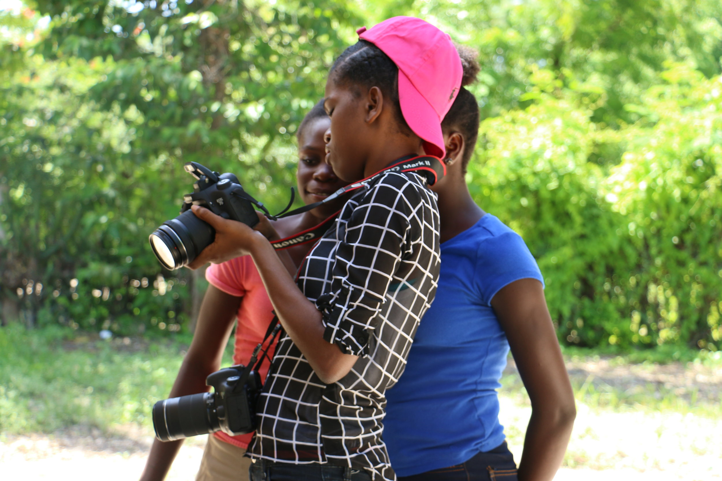 Yolna Fraus offered master classes in photography for apprentices and participants during her internship with LIDE.