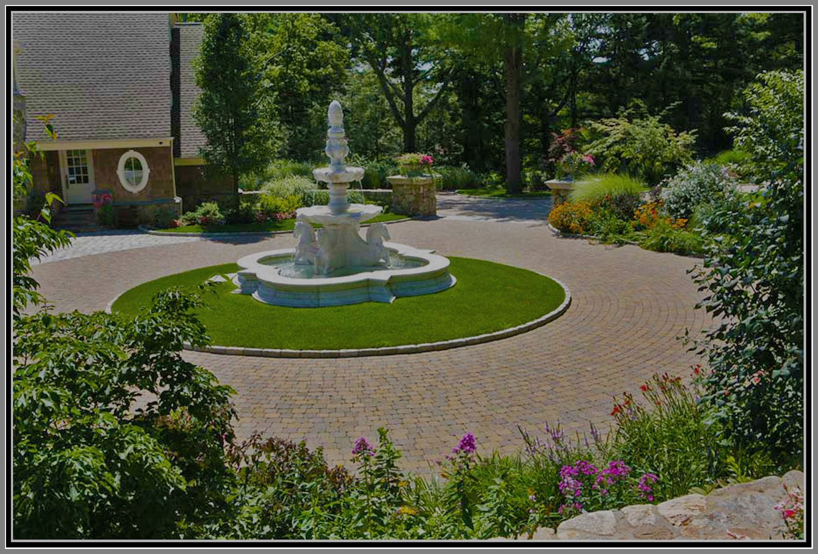 Courtyard with circular island enhanced by fountain