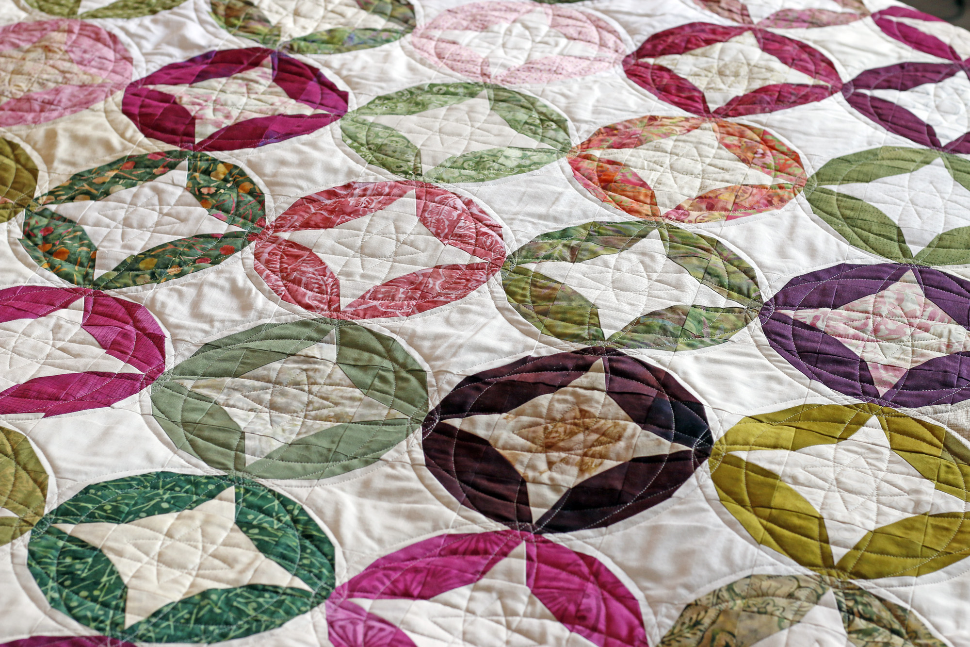 Circles Custom quilting. Stitched in Color.jpg