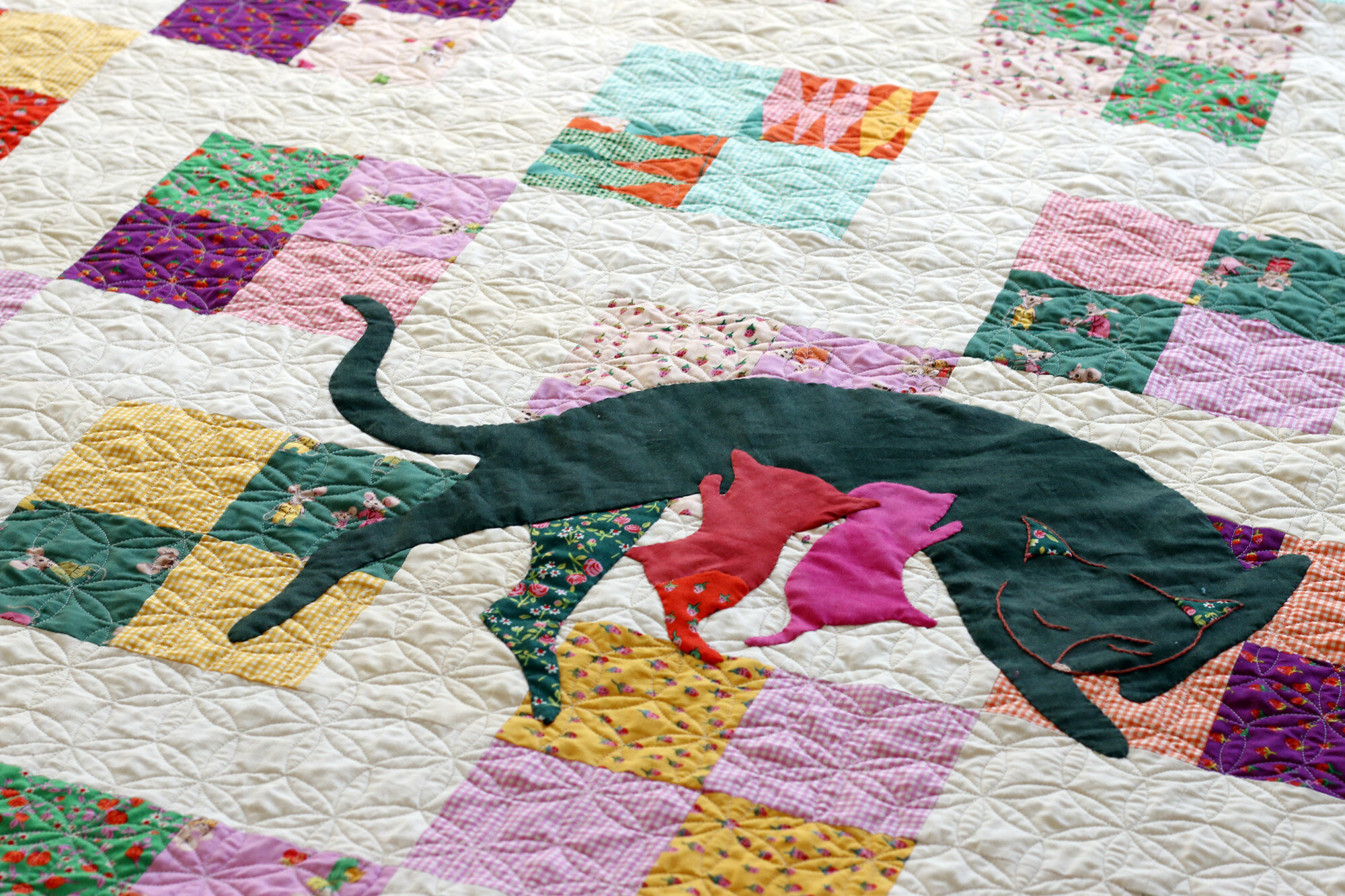 Mama Kitty applique quilt. Stitched in Color.jpg