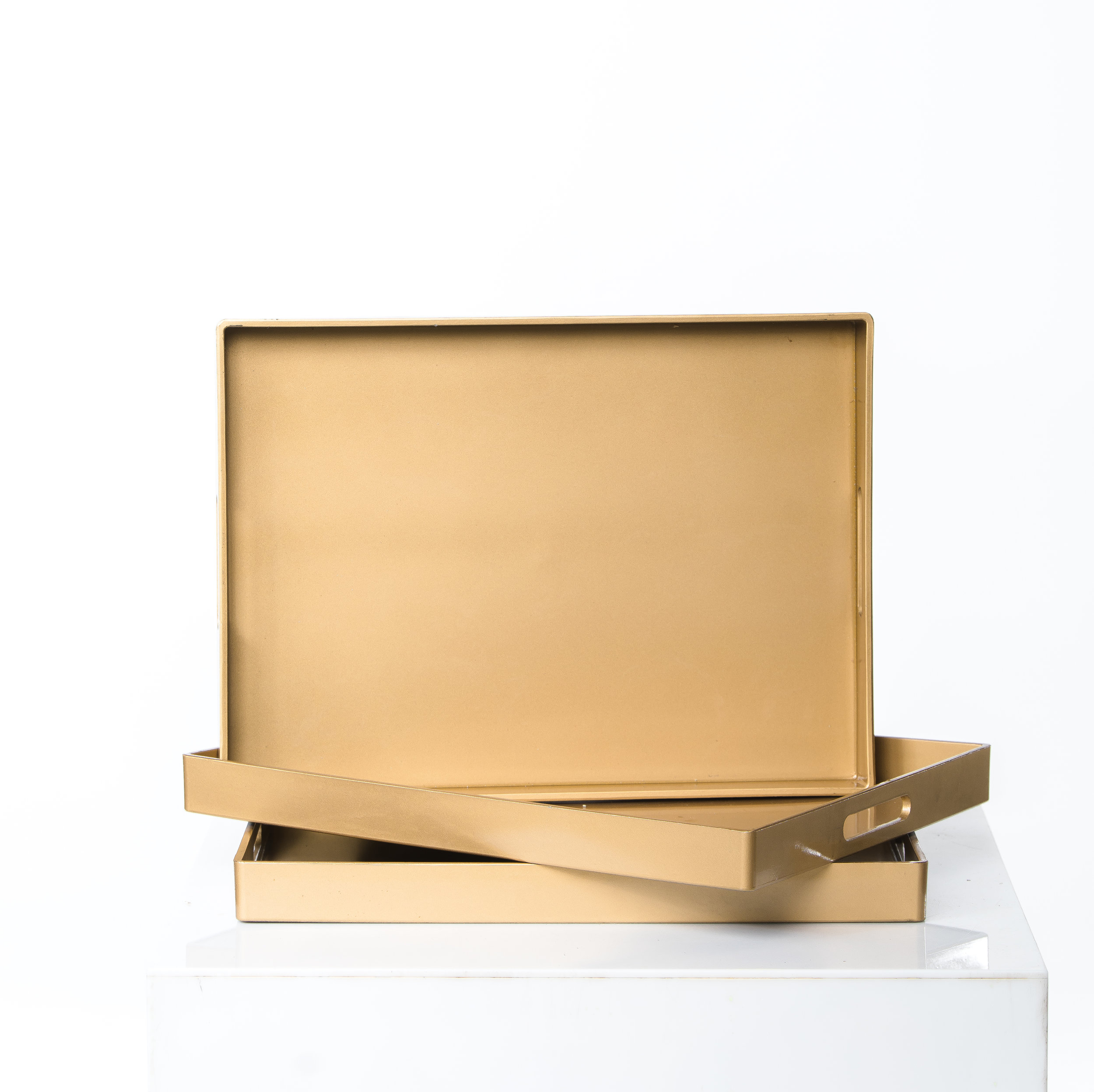 PLASTIC GOLD PLATTERS