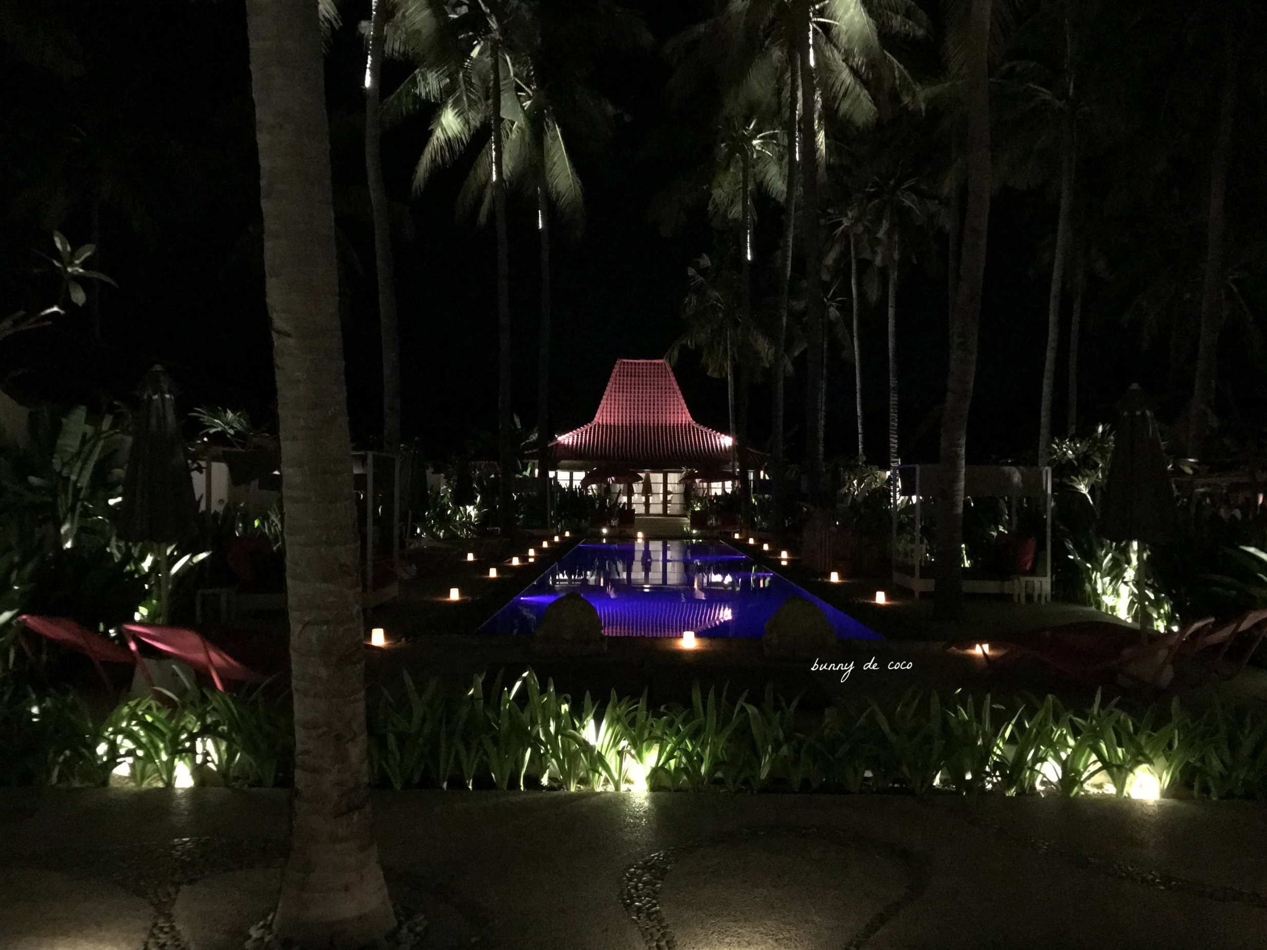 The poolside by night.