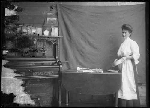 Woman in a kitchen. [ca. 1905] / Archives of Ontario / C 311-1-0-20-1 / William Hampden Tenner fonds