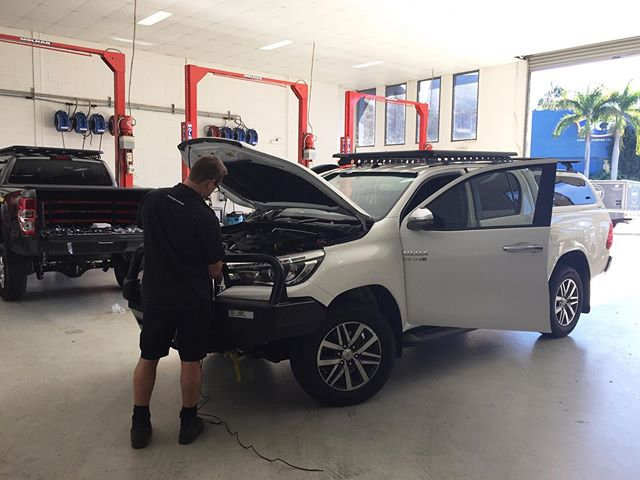 Proof: Chris still gets his hands dirty. Installing @gme_au UHF like a boss. 🎩  Hilux equipped with: ▪️TJM XGS Suspension 🔥 20% OFF IN TJM FINKE MY RIDE SALE! ▪️TJM Airtec snorkel ▪️TJM winch ▪️Aeroklas canopy ⠀ ▪️Rhino-Rack roof and canopy racks (you can get $400 OFF an Aeroklas Stylish Canopy and 50% OFF canopy roof racks*) ▪️ECB bull bar ▪️GME UHF  #tjmtweedheads #toyotahilux #toyotaaus #tjm4x4 #tjmequipped #tweedheads #tweeheadssouth #hilux #suspension #rhinorack #roofrack #4x4 #4wd #offroad #ecbbullbar #bullbar