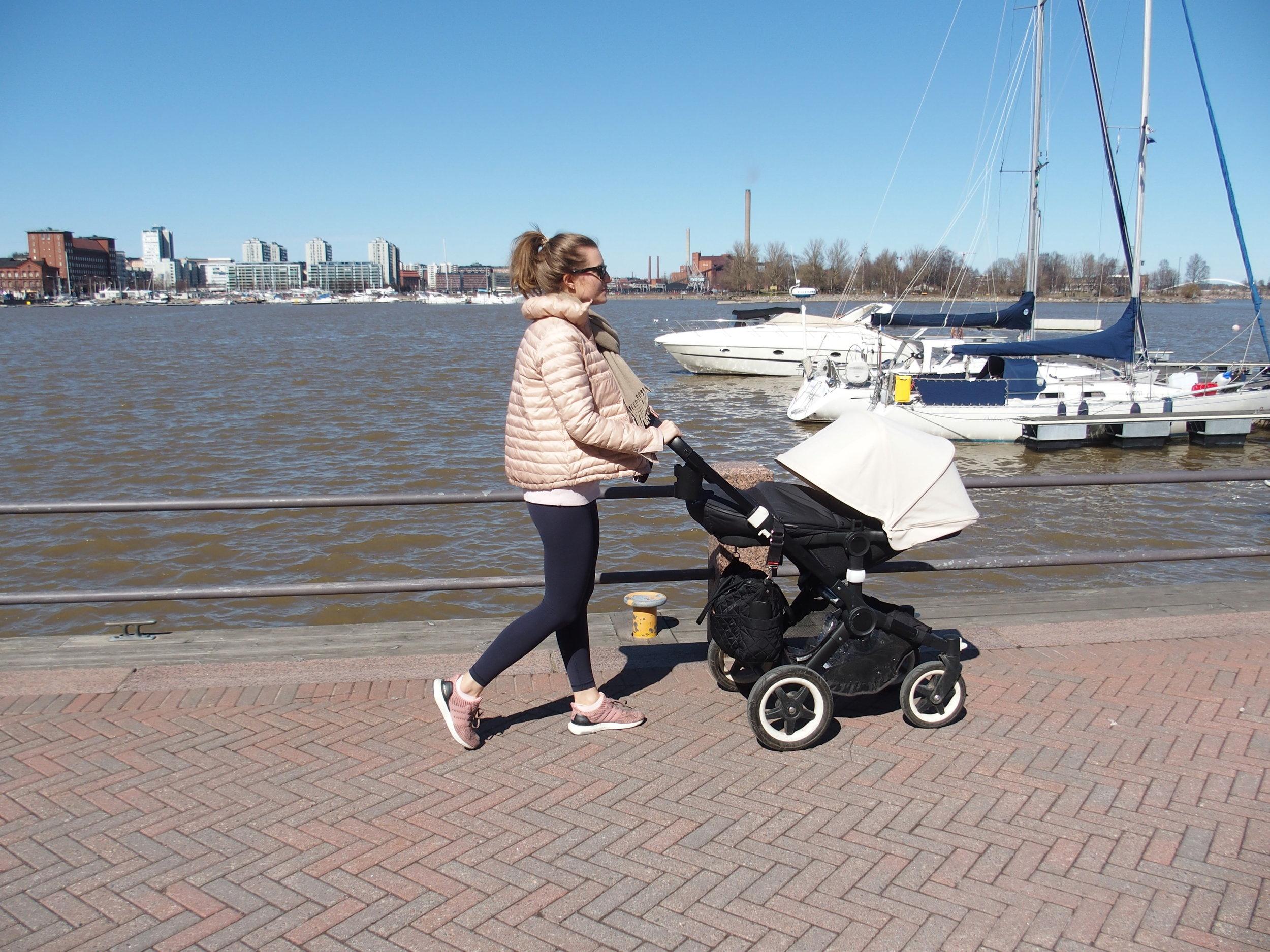 The Mammahoodin Jenna on aktiivisesti menossa. Seuraa Instagramissa @jennajuulia!