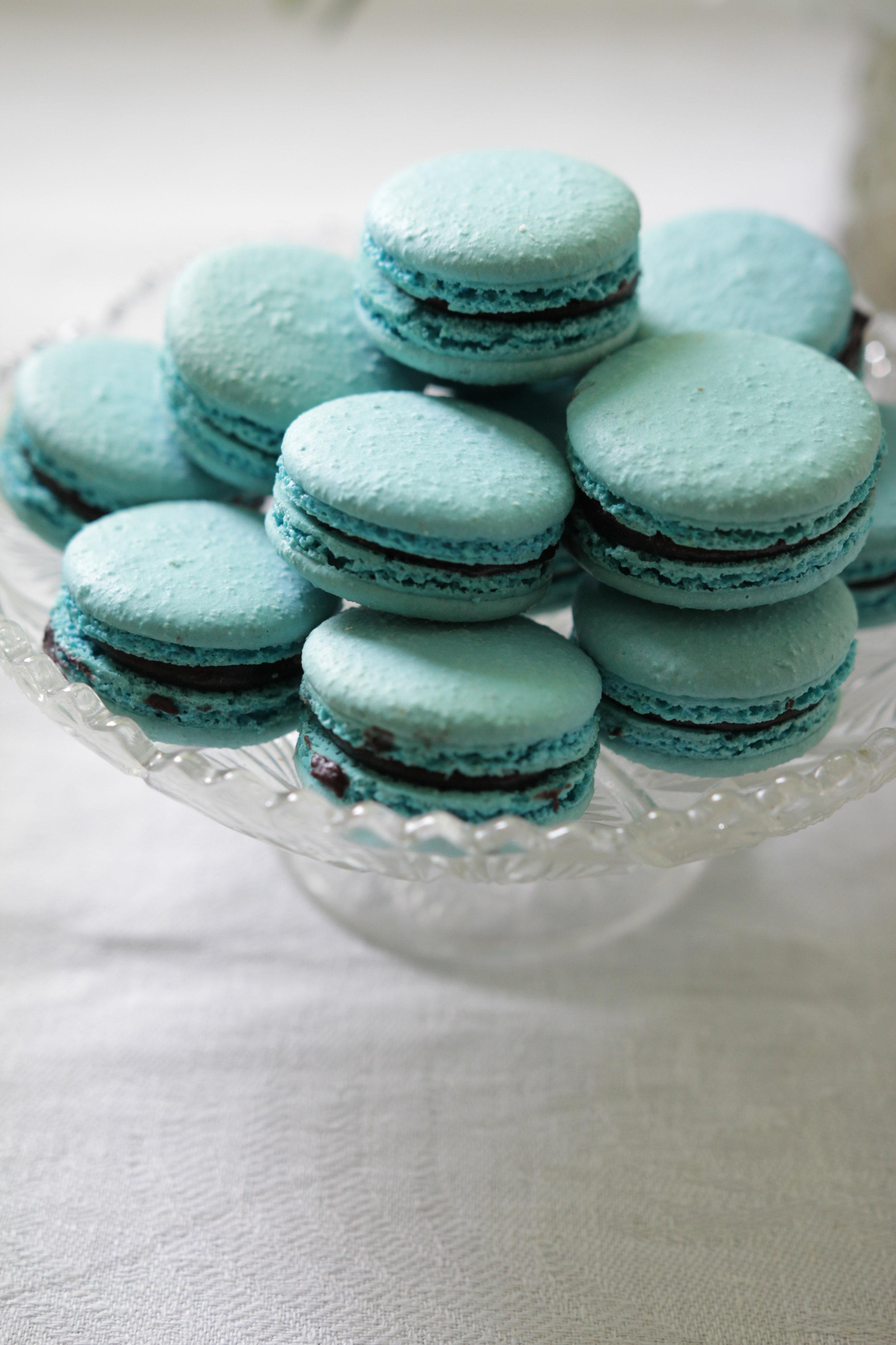 Macaronsit olivat mustikan ja suklaan makuisia.Kuva Kristiina Huovinen