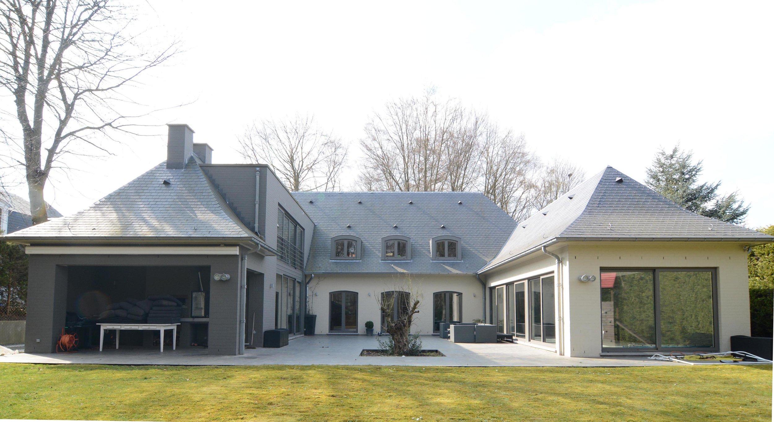 Châtaignes  - Ajout de deux grandes extensions latérales à une villa.