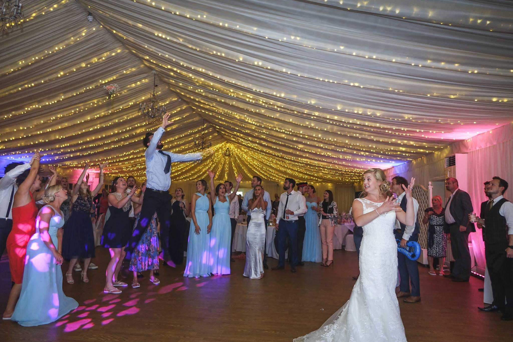 bouquet toss hertfordshire wedding djs jn sounds