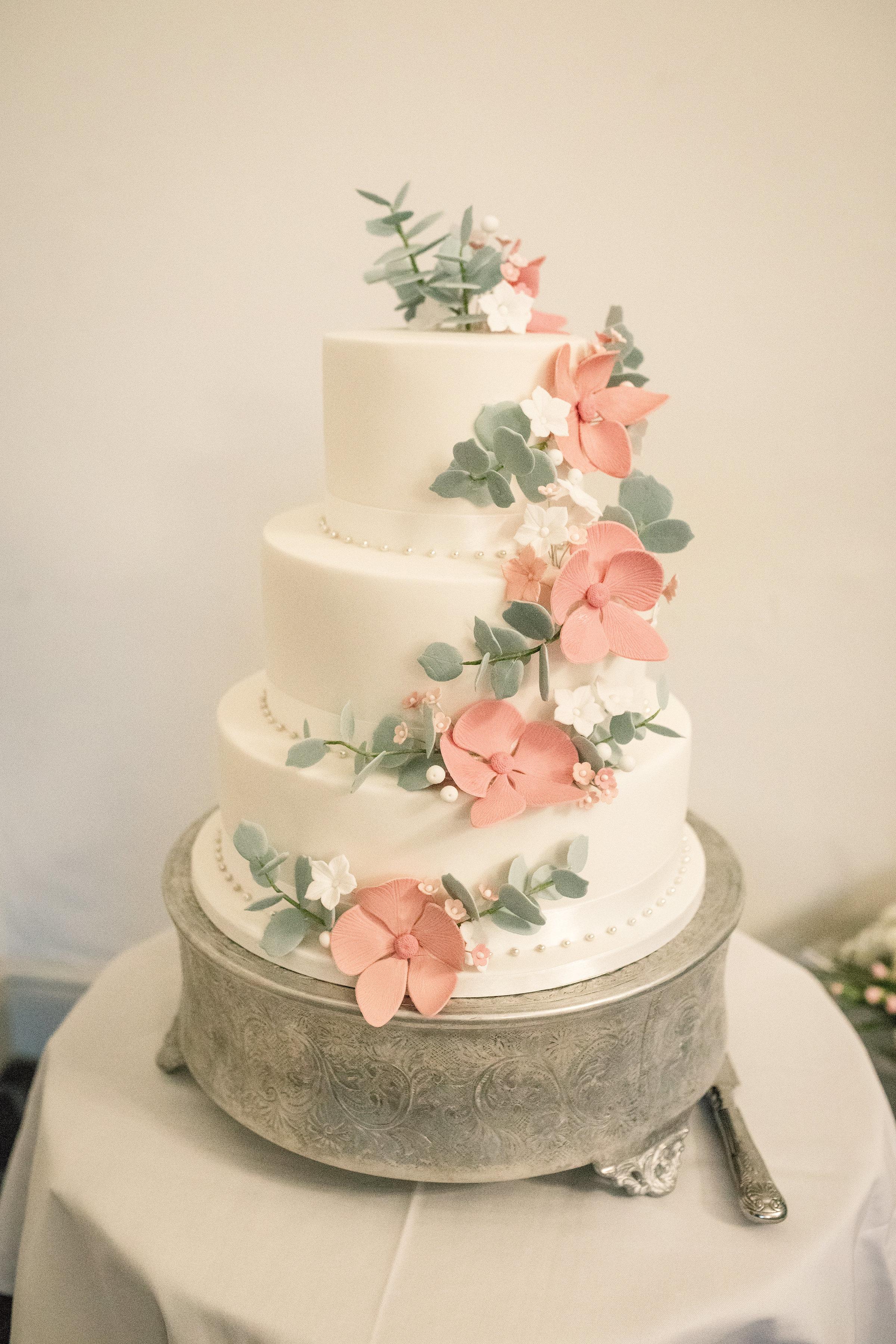 wedding cake Elegant mansion house wedding hertfordshire becky harley photography