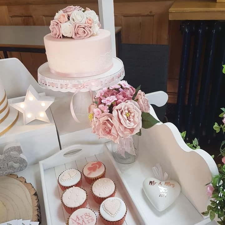 mels+cakes+and+bakes+Luton+wedding+cake+maker+bedfordshire