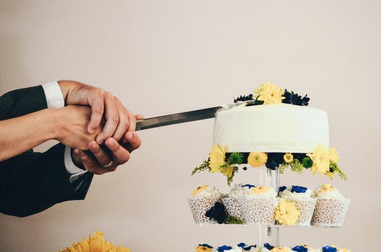Real Bride_Wedding Cake_engageweddings