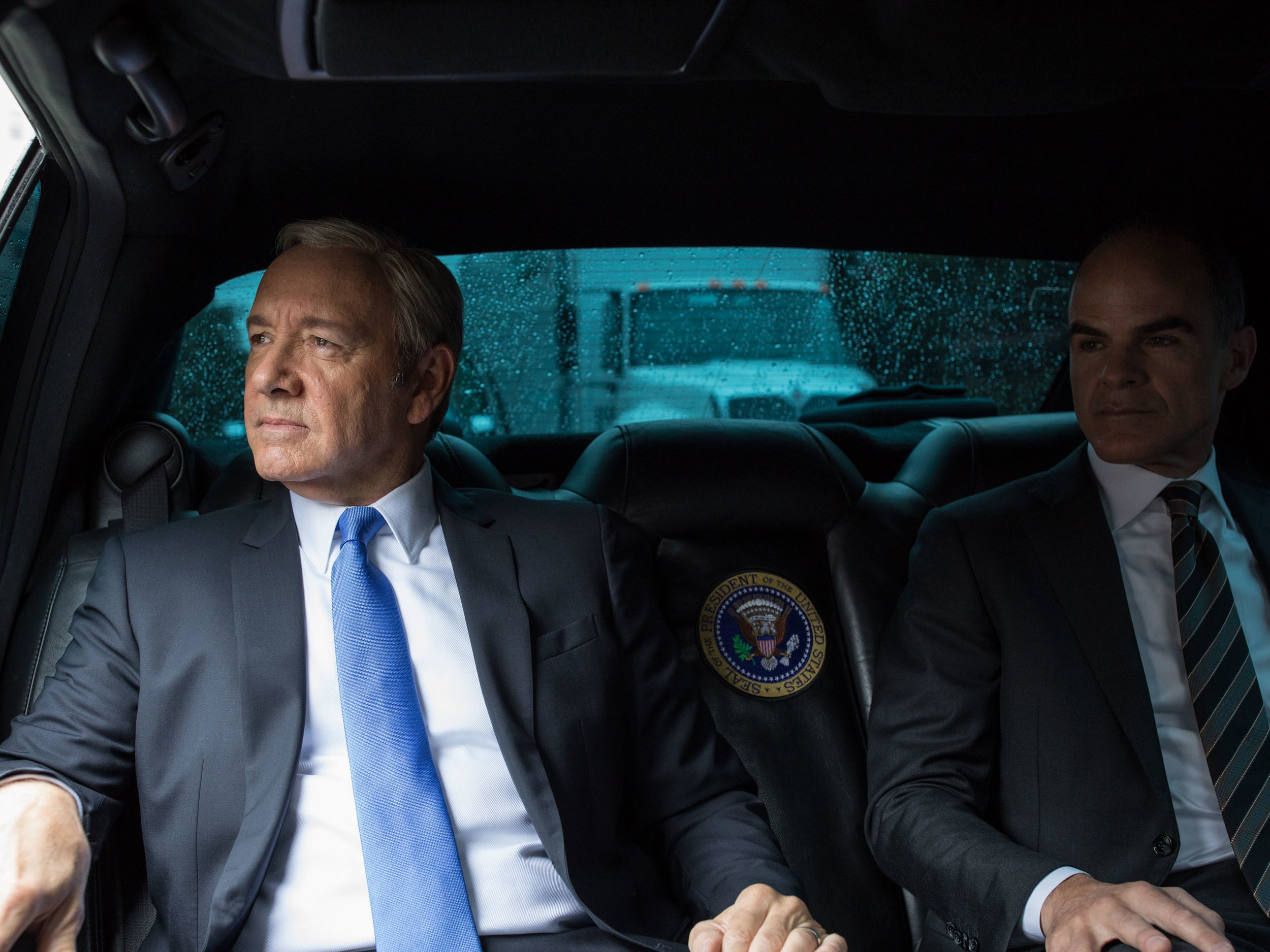 House of Cards_S5_A Day in Life of Frank Underwood_05.jpg