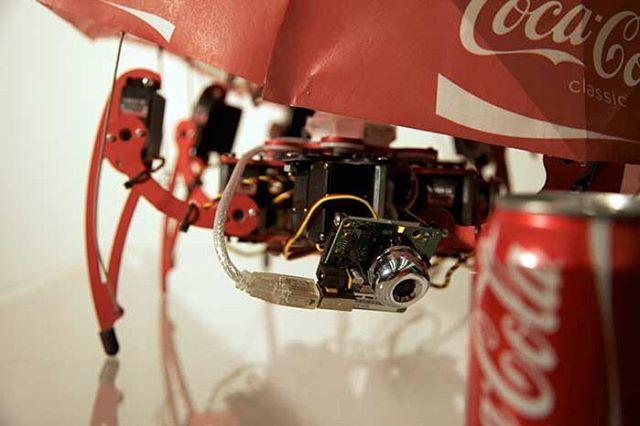 Læg weekendturen forbi @cbscph, hvor du lige nu kan opleve værker fra DIAS' aktuelle udstilling TECHTONIC - bl.a. videoværket her, 'Coke is it', af Matt Kenyon (us) ⚙️🥤👀 Find nemt alle værkerne ved at bruge kortet som du finder på diaskunsthal.dk☝️TECHTONIC præsenteres som en del af @artweekcph 💫 #dothedias #techtonic #cbscph #metroen #artweekcph #cokeisit #coke #mattkenyon #contemporaryart #cph #art