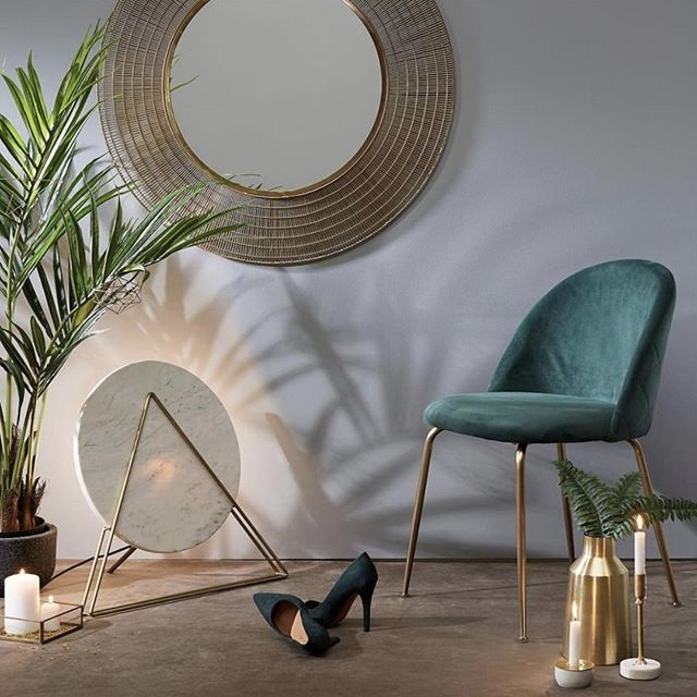 The Mystere chair by @laformaaustralia is sure to add a little bit of luxury to your home! Whether it's used as a statement chair in a bedroom or a desk chair in the office, the combination of emerald green velvet and gold detailing is absolutely beautiful! 😍 Why not take a look at it in-store today?! . . . #embassyhome #embassyhomeoutfitters #interiordesign #interiordesigninspo #perthinteriors #perthfurniture #customfurniture