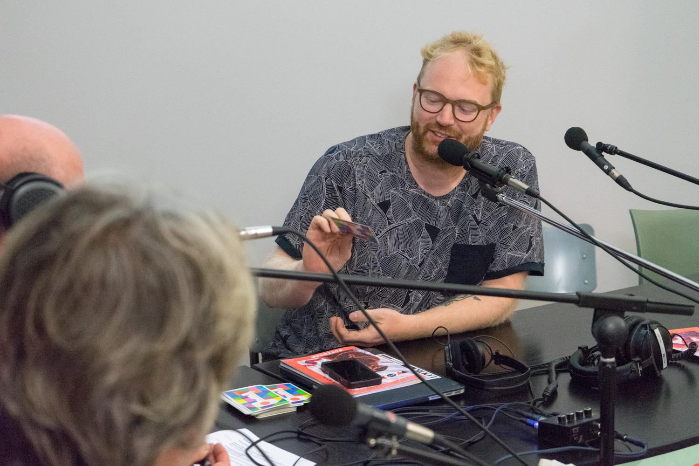 Jeroen de Leijer interviewing Graphic Matters director Dennis Elbers