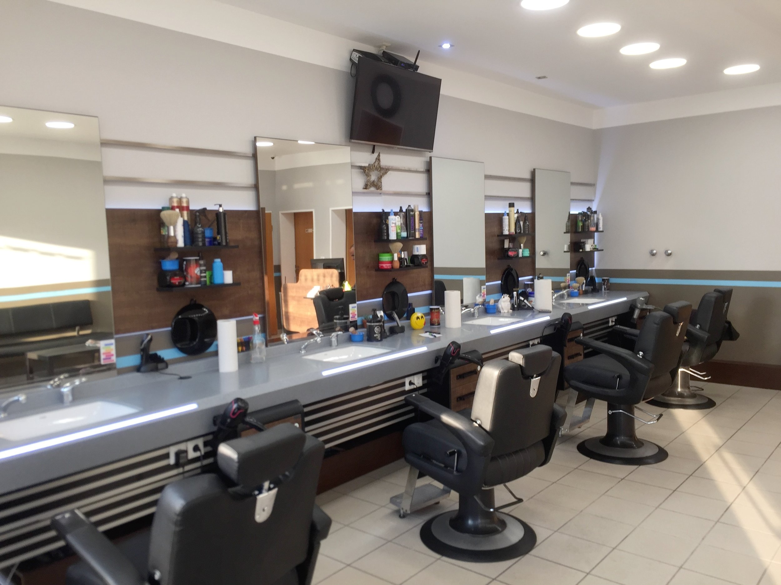 BARBIER EMAD