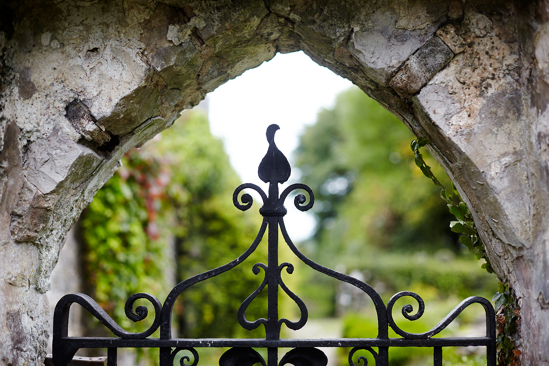 Stacey Van Berkel Photography I Gorgeous Wrought Iron Gate at Gwaenynog, Wales I Beatrix Potter's Summer Vacation spot