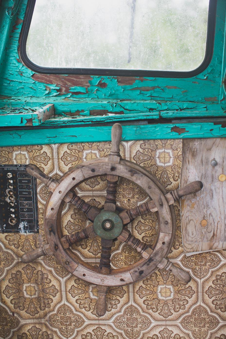 Stacey Van Berkel Photography I Ships wheel I Teal peeling paint I Nova Scotia, Canada