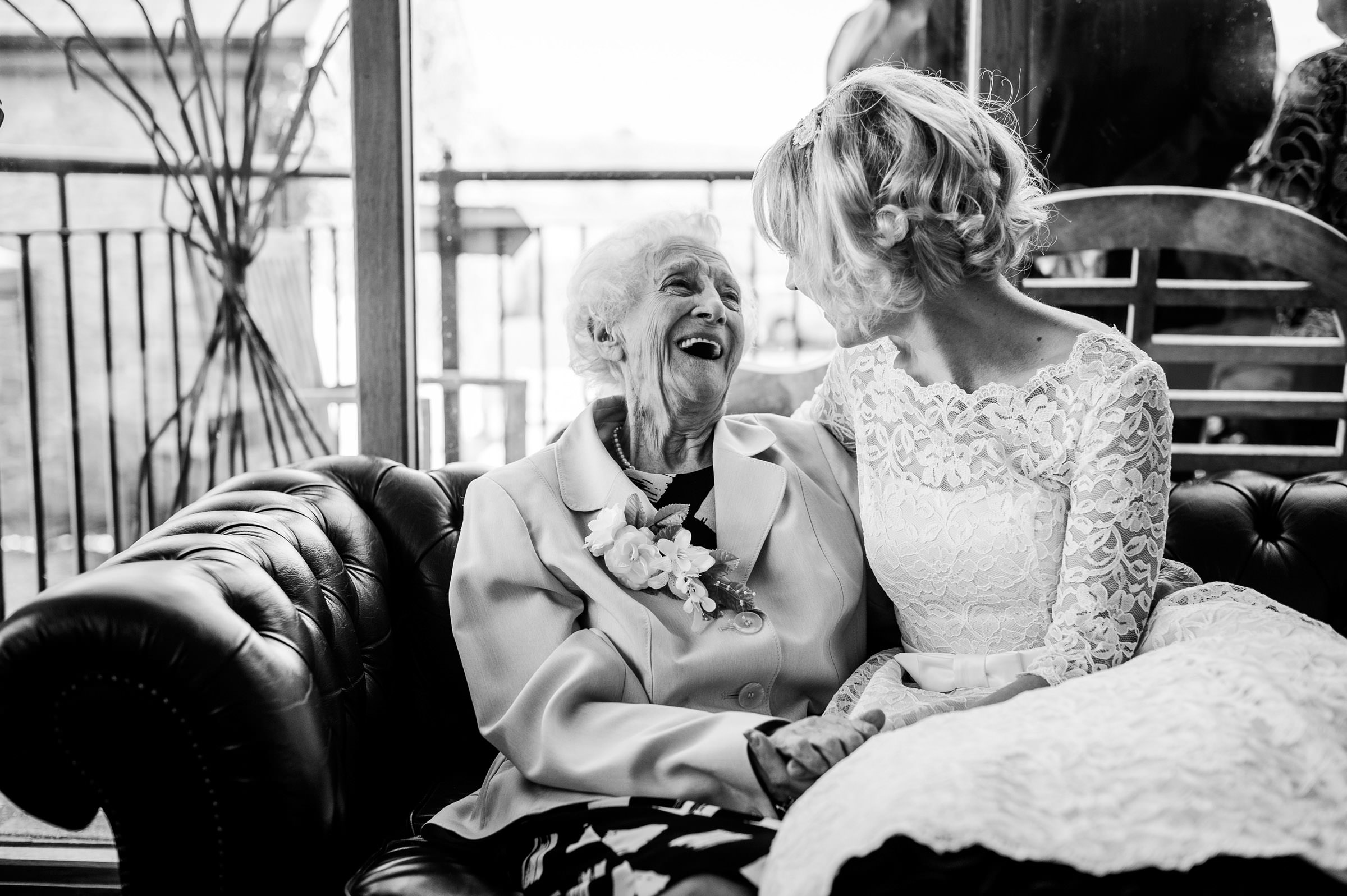 Reportage Wedding Photography South Wales 040.jpg