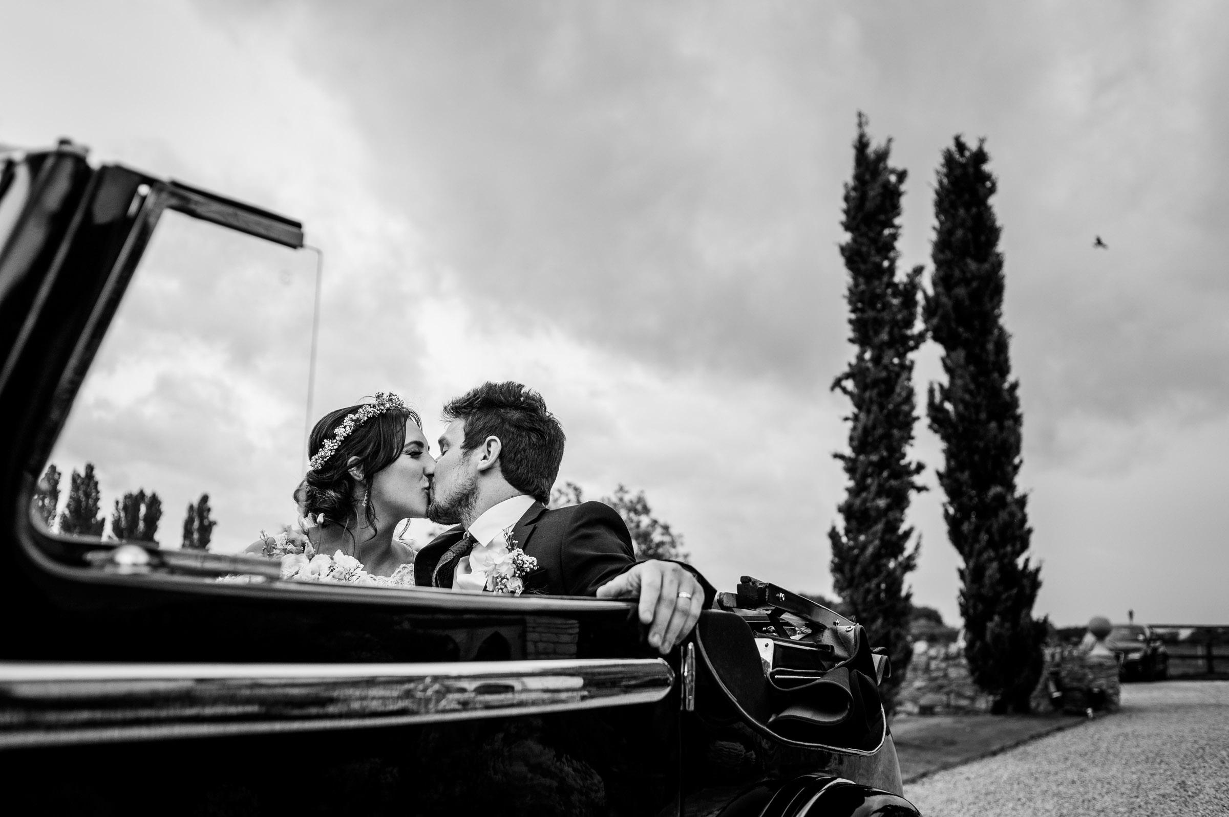 Notley Tythe Barn Reportage Wedding Photos 018.jpg