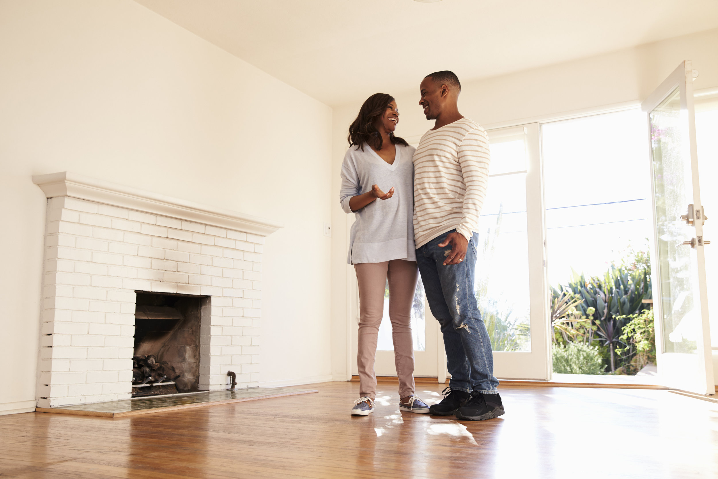 excited-couple-explore-new-home-on-moving-day-P79YVBT.jpg